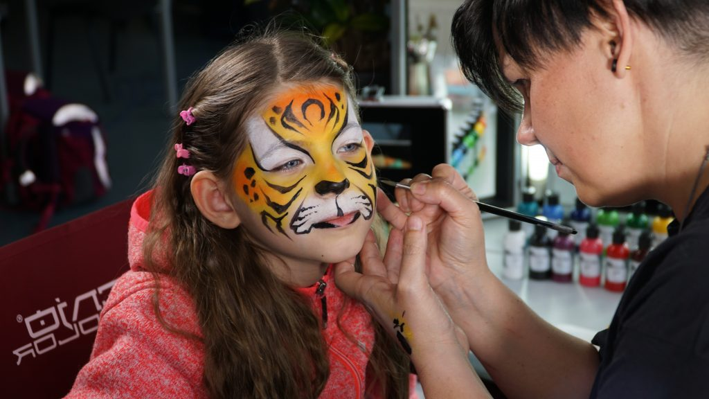 Children's make-up with Silke Kirchhoff and Senjo Color